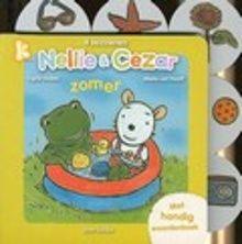 Zomer. Op een mooie zomerdag gaan Nellie en Cezar zwemmen in een zwembadje in de tuin. Nellie neemt zo veel speelgoed mee, dat ze zelf niet meer in het badje past. Hardkartonnen prentenboek met kleurenillustraties, versjes en een woordenboekje. Vanaf ca. 2 jaar.