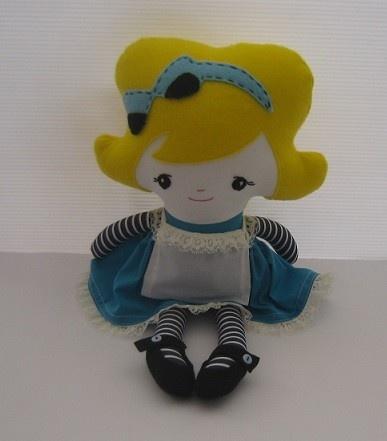 Alice in Wonderland    Pattern by Dolls and Daydreams  www.madeit.com.au/chellebelle