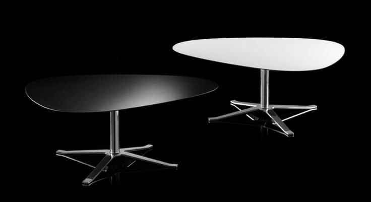 De Concord tafelserie van Thomas Pedersen voor Stouby betreft een aantal tafels in diverse hoogtes en andere maatvoeringen met een gepolijst aluminium onderstel. Het tafelblad is gemaakt van HPL en is leverbaar in nagenoeg 100 verschillende kleuren.