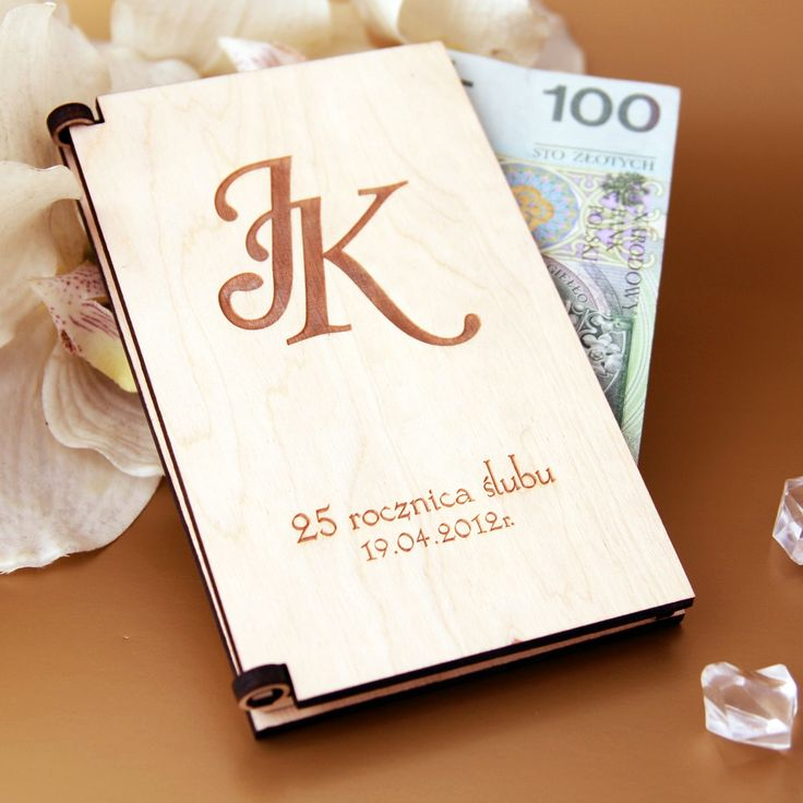 Często zastanawiamy sie w czym i jak wręczyć prezent w postaci pieniedzy.  Drewniane pudełeczko będzie bardzo oryginalnym prezentem dla Młodych.