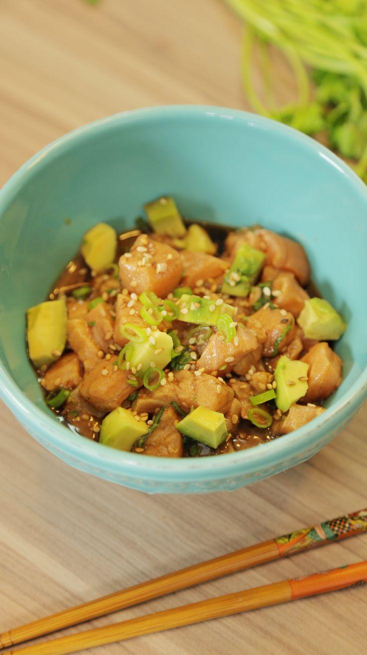 Ceviche de Salmão com toque Oriental - fresquinho e super saboroso pros dias quentes de verão! Shoyu + Pimenta Sriracha + Avocado + Salmão = Ceviche perfeito! <3
