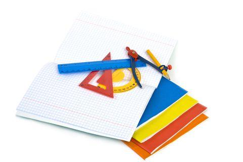 Uno zaino leggero ma robusto, diario, penne e pennarelli, il materiale didattico…