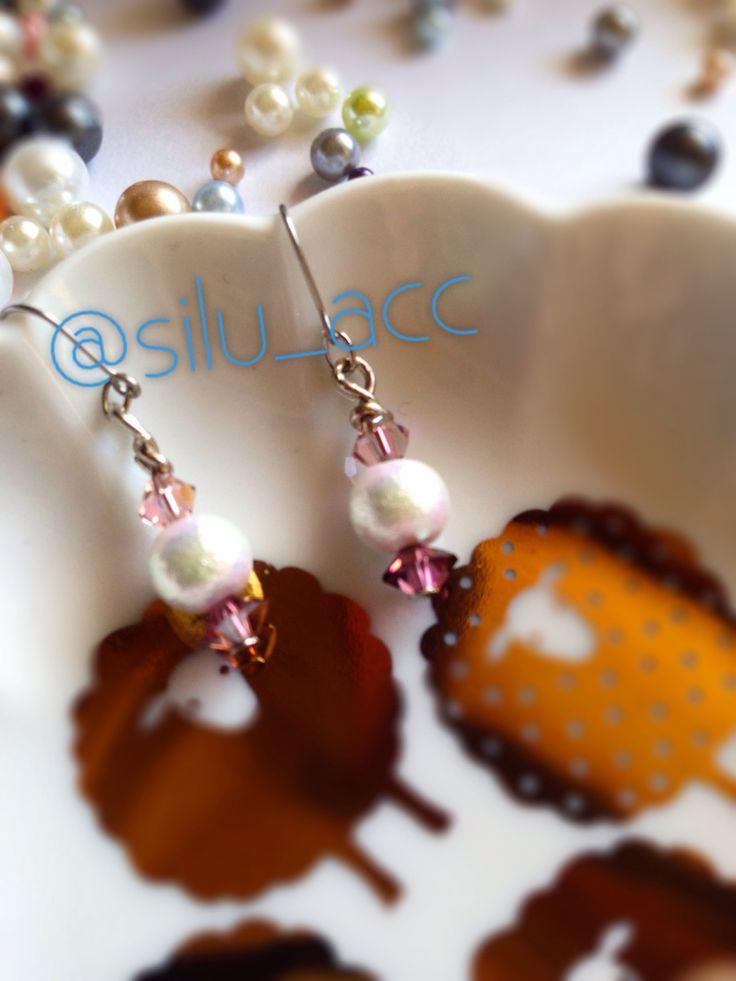 Cotton pearl with Swarovski pierce