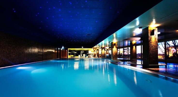 Santana Hotel & SPA Vila do Conde Located next to Ave River in Vila do Conde, this spa hotel features an indoor pool, a hot tub and a sauna. The rooftop terrace features panoramic city and beach views.