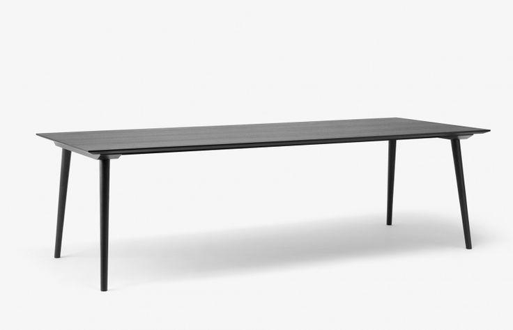 In Between, matbord i massiv ek formgivet av Sami Kallio för & Tradition.