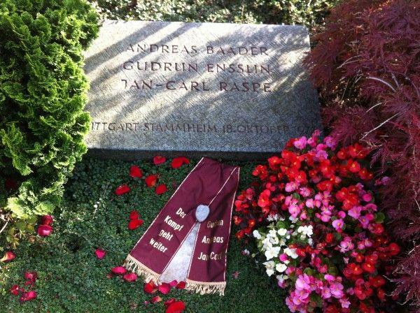 Good Stadtf hrungen in Stuttgart Das Grab von Baader Ensslin Raspe auf dem Dornhaldenfriedhof in