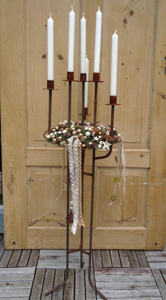 Kerzenständer - Kerzenständer Metall mit Kranz dekoriert + Kerzen - ein Designerstück von keylargo-rw bei DaWanda