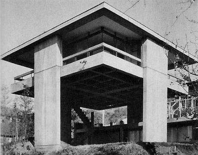 スカイハウス/菊竹清訓の50〜60年代と丹下健三 米山勇 : 20世紀日本建築・美術の名品はどこにある?