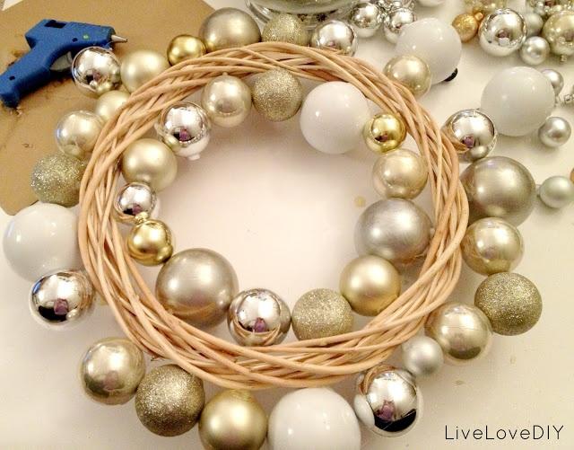 Christmas Ornament Wreath: Make it yourself for under 10 bucks! ~ Easy Tutorial!!!!!