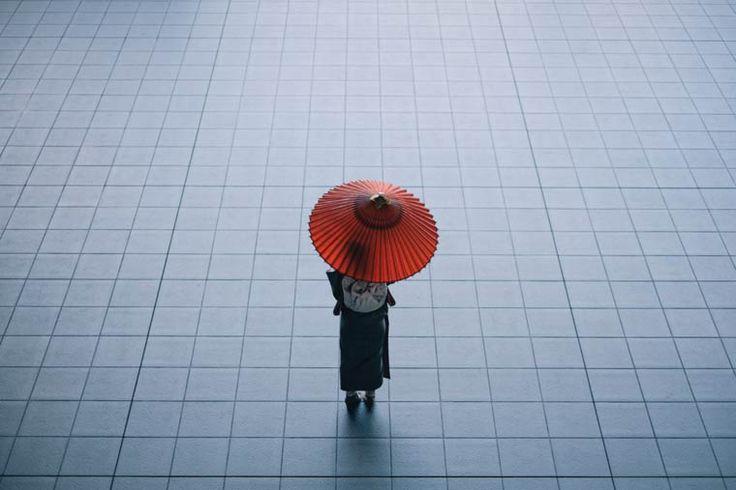 Une sélection des magnifiques photographies du japonaisTakashi Yasui, basé à Kyoto, qui nous offre un regard envoutant et poétique sur le Japon. Entre str
