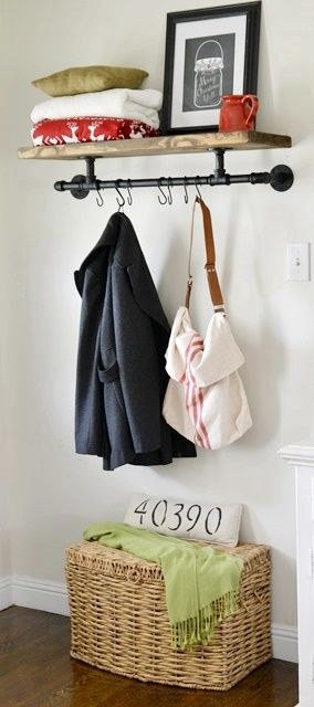 Perchero industrial hecho con tuberías - DIY Industrial Coat Rack made from pipes.