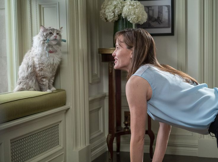 #JenniferGarner tries to sweet talk Mr. Fuzzypants for her keys.