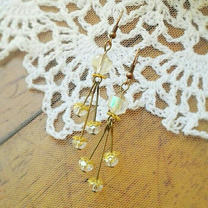 Cari anting yg unik dan gk pasaran tp tetep bkin kamu kece? cek dsini ya.  Ear49. 25rb.  #earring #antingunik #antingmurah #jualantingunik #jewelrycraft #jewelry #handmadejewels #handcraft #crafts #glassbead #antingpesta #wirejewelry #wirewrapped #wirewrapjewelry #wireearring #tosca #jualhandmadejewelry #bead #beadjewelry #craftsposure