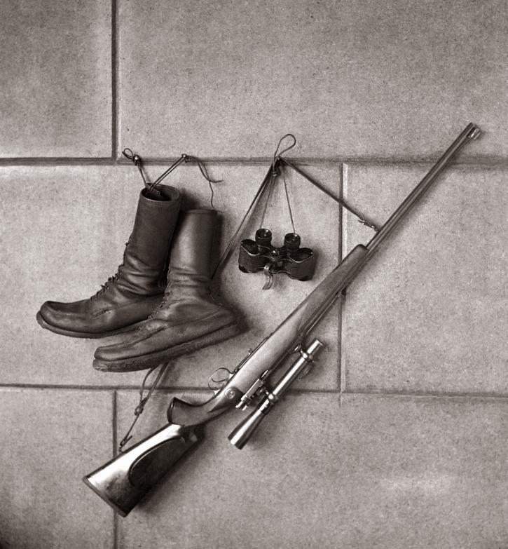 Bodegón con botas, prismáticos y escopeta Diego González Ragel 1925-1935