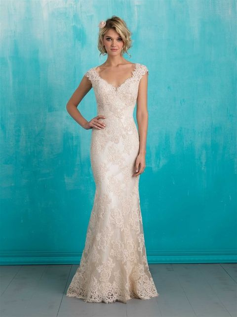 Allure wedding gown available at Novia Mia Bridal Boutique in Red Deer. Inspired by vintage lace, this slip gown is both delicate and timeless. Allure Bridal dress 9313 #vintage #rustic #wedding