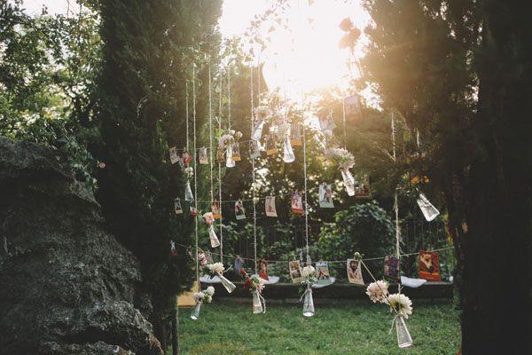 flowers in bottles and polaroids http://weddingwonderland.it/2015/05/matrimonio-rockabilly-colorato.html