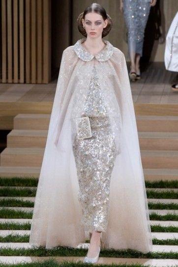 Look di paillettes con mantella - Vestito di paillettes con mantella in tulle della collezione Chanel haute couture primavera/estate 2016