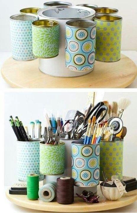 Organizador feito de latinhas. Ideal para quem gosta de artesanato e trabalhos manuais.