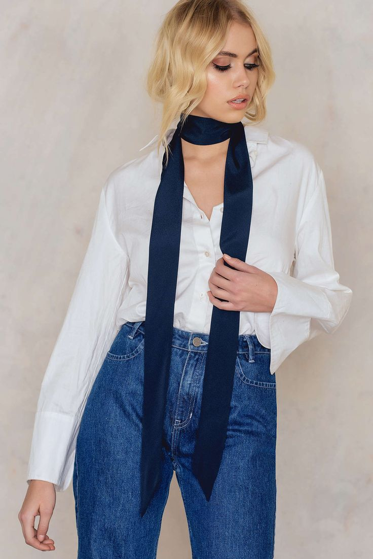 This scarf will be your everyday bff! This Plain Scarf by Tranloev comes in intense dark blue and features a narrow scarf in a beautiful luster double-layer woven fabric. Add it to both your basic outfit as well for your party outfit for the perfect fashion detail!