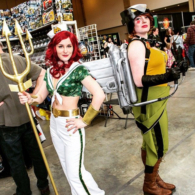 smilecupcake:Happy National Best Friend Day! Make sure to wish your best friend a happy best friend day :) I have two one I get to cosplay with and one that lives really really far away but we talk every day so happy best friend day ladies! @galacticat @xerianne #bestfriendday #bestfriend #cosplay #bombshell #dcbombshells #mera #hawkgirl