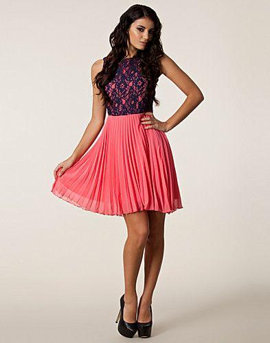 Poppy Pleated Lace Dress - Awear - Roze - Feestjurken - Kleding - NELLY.COM