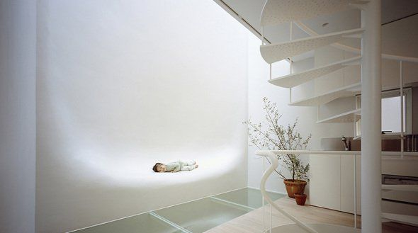 Una casa sin ventanas con una pared que te sorprenderá - Noticias de Arquitectura - Buscador de Arquitectura