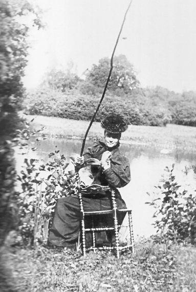Императрица Мария Федоровна на рыбалке, 1896 г. Tsarina Maria Fedorovna fishing, 1896.