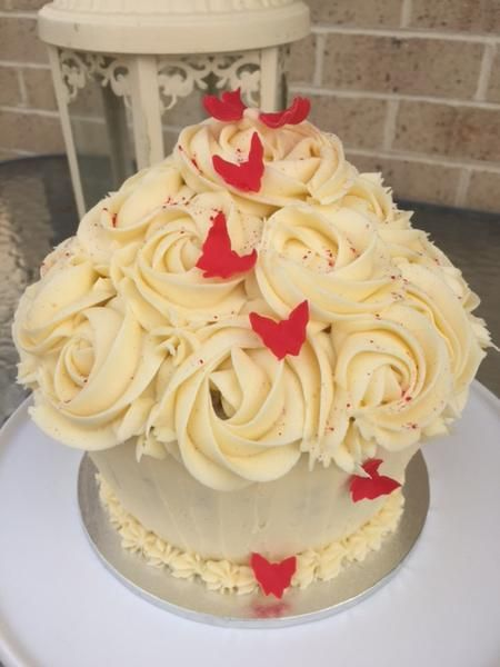We make cakes to cater for all your special occasions. If you have an idea or a picture of the cake you want, we'll make it for you. We can also recommend or de