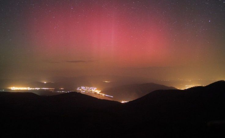 Northern Lights Shine over Budapest: http://welovebudapest.com/culture/northern.lights.shine.over.hungary.this.week