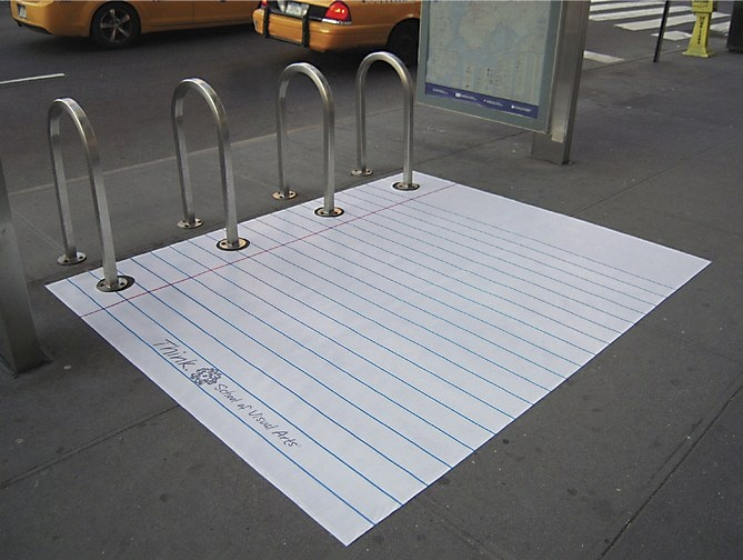 Gran acción de Street Marketing que promociona la vuelta a clase. La #solucion fue dibujar una hoja de cuaderno por la calle.