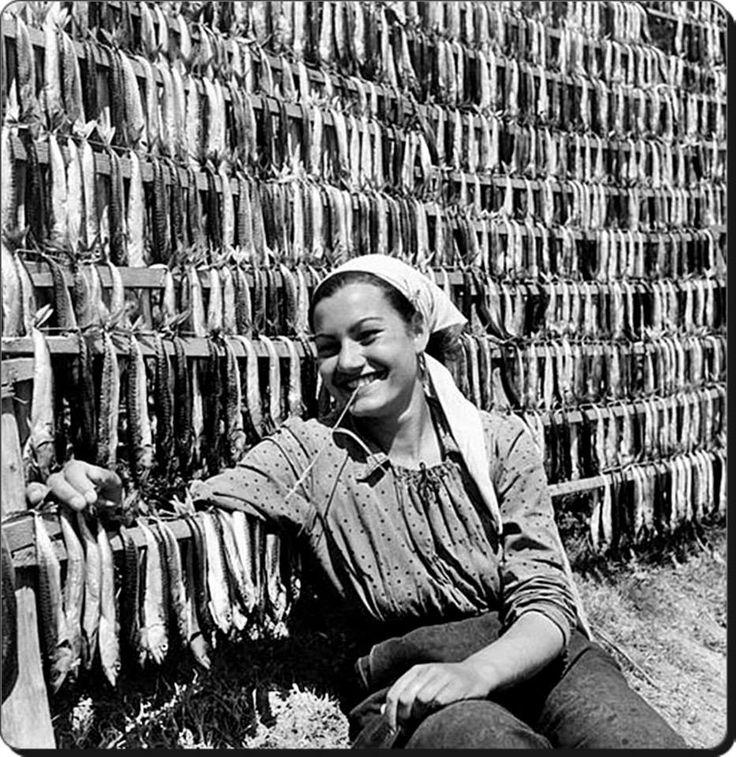 Çirozcu Kız / Poyraz - 1950 Fotoğraf : Ara Güler National Geographic arşivi