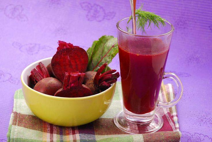 JUGO PARA COMBATIR EL CANSANCIO… La zanahoria y la remolacha (betabel) son ricas en carotenos y buenas para el sistema nervioso, la manzana ayuda al funcionamiento de nuestro sistema digestivo y, junto con el pepino, es muy refrescante, el apio ayuda a la circulación sanguínea, y todo en conjunto se convierte en un delicioso alimento para combatir la fatiga.  Ingredientes: 3 Zanahorias 1 Remolacha (betabel) 1 Manzana 2 Varas de apio ½ pepino