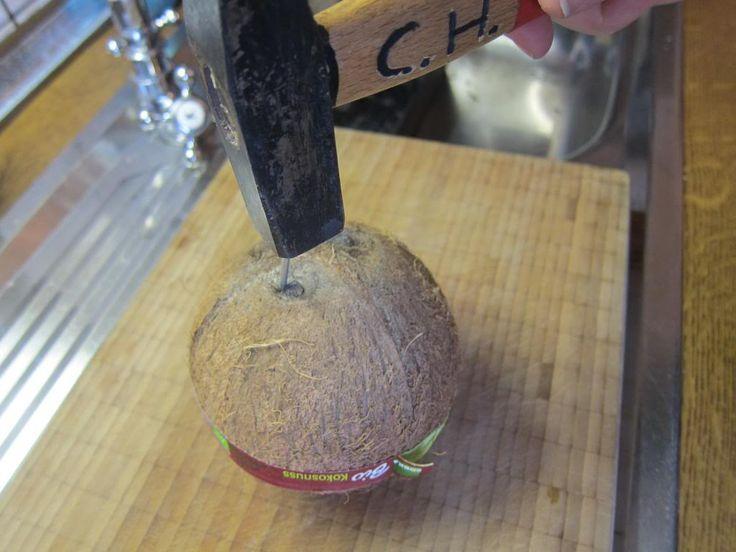 Christina macht was: How to: Eine Kokosnuss öffnen