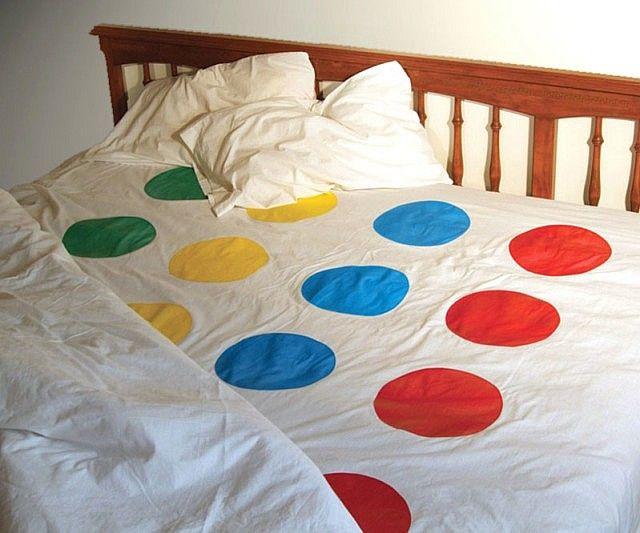 le lit se transforme en jeu si besoin, voilà une parure de lit originale