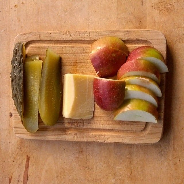 My take on a ploughman's feat. #cdncheese Cheddar from @COWS Inc. #simplepleasures #simplepleasures of #CDNcheese
