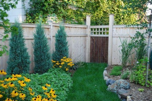 Blumenbeete Steinkanten Trennen Den Rasen Und Die Blumen Blumenbeete Landschaftsdesign Zaun Dekorationen