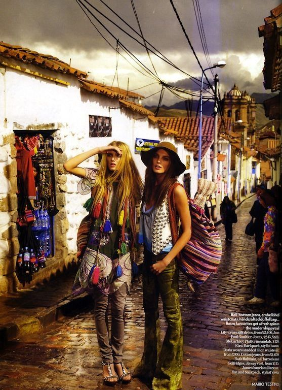 Trail Blazers: Daria Werbowy and Lily Donaldson in Cuzco, Peru by Mario Testino for Vogue UK
