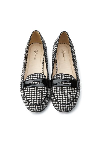 Classy houndstooth penny loafers / Mocassins classiques à motifs pied de poule #Reitmans #houndstooth #loafers #shoes #fall2013 #automne2013 #shoes #chaussures #solemates #classy #pieddepoule #pennyloafers