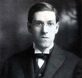 Howard Phillips Lovecraft fallece en Providence, Rhode Island, Estados Unidos el 15 de marzo de 1937. Howard Phillips Lovecraft Providencen, Rhode Islanden, hil zen 1937ko martxoaren 15an.