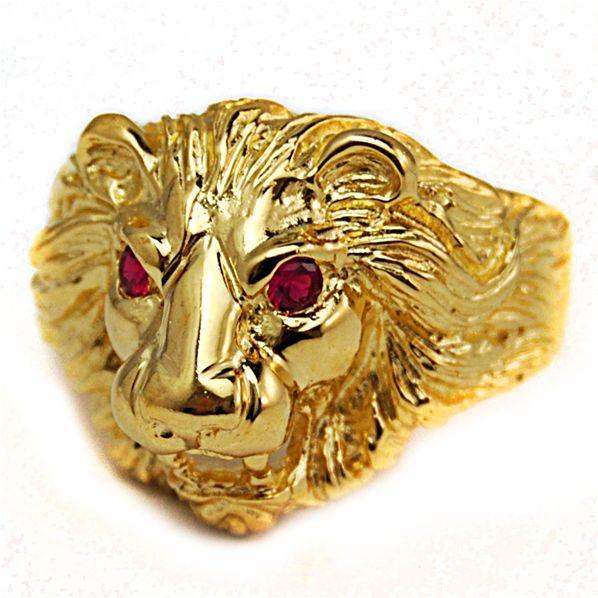 Bague chevalière homme tête de lion or yeux fuschsia