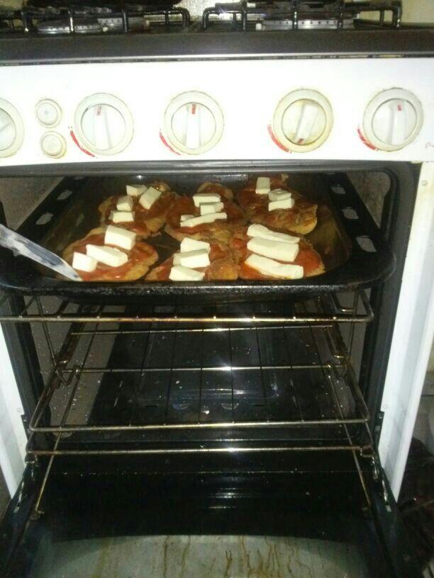 Napolitanas de pollo en preparacion