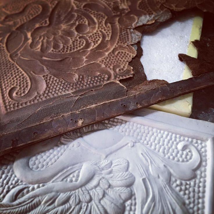 Nowa matryca w przygotowaniu. A new mould is being made. #giltleather #interiordesign #leather #tymczasemwpracowni #konserwacja #conservation