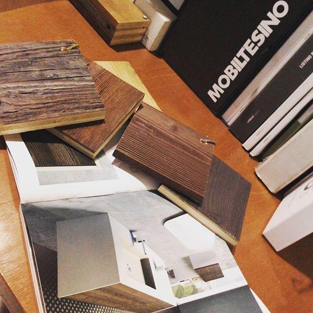 #showroom #ildiscountdellapiastrella #pantigliate #milano #mobiltesino #arredano #massello #legno #velvet #cemento #design #collezione2015 #legnomassello #qualità #madeinitaly  @mobiltesino