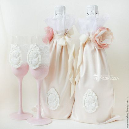 Купить или заказать 'Розовые мечты' бокалы свадебные в интернет-магазине на Ярмарке Мастеров. Данный набор аксессуаров выполнен на заказ, возможен повтор: -мешочки для шампанского 1500р -папка для свидетельства о браке 1800р -свечи 1500р -подвязка невесты 1000р -книга пожеланий 2200р -бокалы 1800 -плечики для свадебного платья 600р -корзинка для лепестков 1000р Состав набора может быть любым! *Правила магазина: Если в наличии будут все материалы, возможен максимальный повтор. При …
