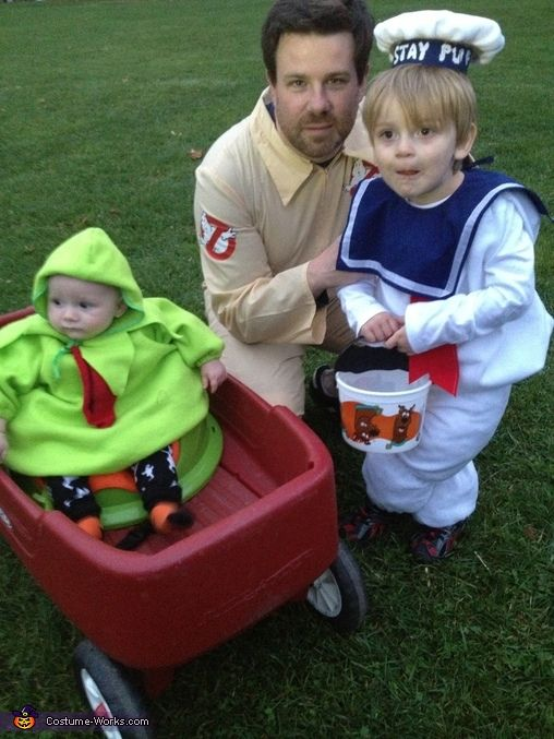 Ghostbuster Family - Ghostbuster, Stay Puft Marshmallow Man, and Slimer - 2013 Halloween Costume Contest via @costumeworks baby costume idea