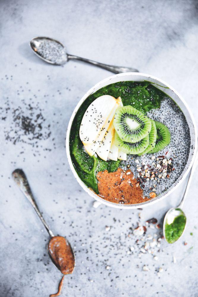 Green Smoothie Bowl {Chia, Amandes & Fruits Frais} @ Saveurs Végétales