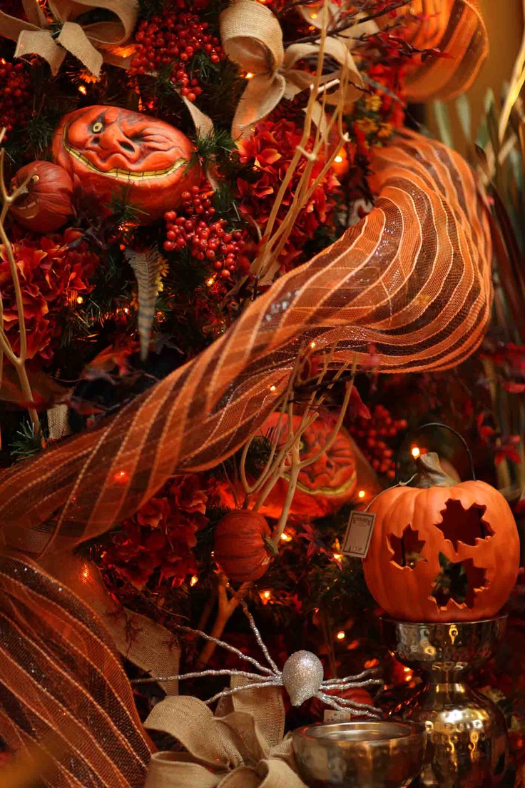 fall autumn tree design with striped halloween deco mesh garland ribbon orange berries jack - Deco Mesh Halloween Garland