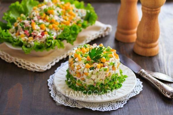Крабовый салат с огурцом и кукурузой