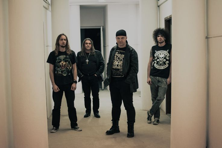 Hell Device – zespół grający muzykę lat 60- i 70-tych powstał w 2010 roku. Ich muzyczne fascynacje to takie legendy jak Deep Purple czy Black Sabbath. Z Cezarym Turczyńskim rozmawiamy o początkach grupy, o nowych i starych brzmieniach oraz powrocie do klasyki gatunku http://sylwia-cegiela-professional-profile.blogspot.com/2016/01/hell-device-i-ich-powrot-do-muzycznych.html