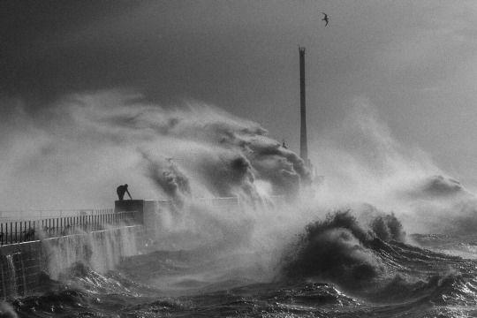 Jean Gaumy | waves in le Havre 1984